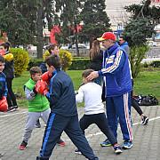 noua ordine a sportului ploiestean boxerii de la csm ploiesti s-au antrenat in strada