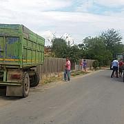 instanta suprema a decis ca tractorul nu este autovehicul putand fi condus pe drumurile publice fara a detine permis