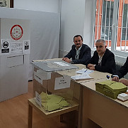 turcii sunt chemati la urne pentru a se pronunta asupra modificarii constitutiei sectiile de vot s-au deschis