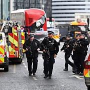autoritatile britanice au impuscat o femeie si au arestat alti patru suspecti in operatiuni antiteroriste din londra si kent