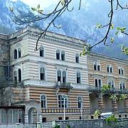 o cladire istorica din romania e de vanzare in pret intra si o fantoma