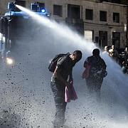 proteste violente in roma ciocniri intre refugiati si politie