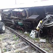 traficul feroviar blocat in continuare in valcea in urma accidentului de miercuri seara provocat de un sofer de tir