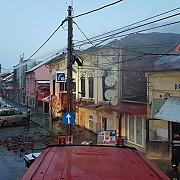 o persoana a murit intr-un incendiu puternic izbucnit la doua imobile din timisoara