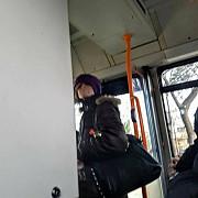 femeie retinuta dupa ce ar fi amenintat cu cutitul mai multe persoane intr-un autobuz din ploiesti