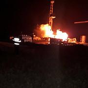 satu mare incendiu la o sonda de gaz zeci de pompieri intervin