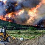 aproximativ 7000 de oameni evacuati din cauza incendiilor puternice de vegetatie din canada
