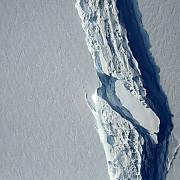 un aisberg de o mie de miliarde de tone s-a desprins din vestul antarcticii