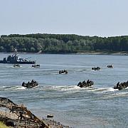 militarii prezenti la saber guardian au participat la un exercitiu in premiera - recuperare a unei treceri peste dunare - video