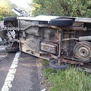 accident grav pe dn1 la nistoresti doua masini rasturnate foto
