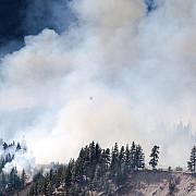 mii de oameni evacuati din vestul canadei in week-end din cauza incendiilor de vegetatie