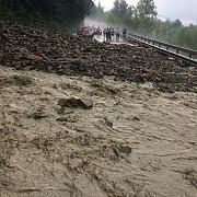 traficul pe dn1a blocat timp de cinci ore de aluviuni foto si video