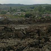 sase gospodarii din judetul valcea evacuate in urma unei alunecari de teren pompierii au mai intervenit in capitala si in alte patru judete