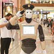 primul robot politist patruleaza pe strazile din dubai