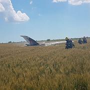 un avion mig 21 lancer s-a prabusit in judetul constanta pilotul s-a catapultat fiind preluat de un elicopter smurd si dus la spital