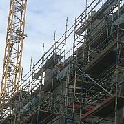 muncitori de origine romana ocupa doua macarale langa bruxelles cerandu-si salariile neplatite din februarie