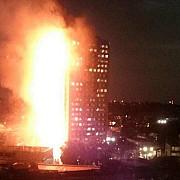 incendiu puternic intr-un bloc turn din londra intervin peste 200 de pompieri