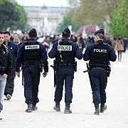 patru membri ai familiei islamistului mort in atentatul esuat de pe champs-elysees au fost plasati in arest preventiv