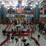 politist injunghiat pe un aeroport din sua fbi investigheaza un act de terorism