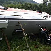 douazeci si sase de persoane au ramas internate in doua spitale in urma accidentului de autocar de pe dn 73a