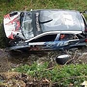 pilotul si copilotul unei masini participante la raliul transilvaniei la spital in urma unui accident