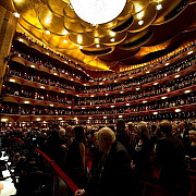 metropolitan opera din new york vrea sa renunte la publicul varstnic