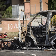 doi copii romi si o tanara au murit intr-un atac cu cocteil molotov intr-o tabara din italia