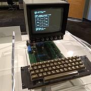 un computer din generatia apple-i vandut cu 110000 de euro la o licitatie organizata in germania
