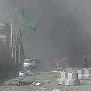explozie puternica la kabul in cartierul palatului prezidential si ambasadelor cel putin 49 de morti si peste 300 de raniti