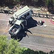 sua 13 persoane si-au pierdut viata dupa ce un microbuz al unei biserici locale s-a izbit intr-o camioneta texana