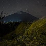 vulcanul agung din bali a erupt a doua oara materiile vulcanice au fost aruncate la 1500 de metri in aer
