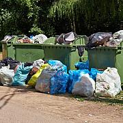 guvernul interzice introducerea pe piata si comercializarea pungilor din plastic subtire cu maner