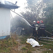 tragedie la baicoi o femeie a decedat intr-un incendiu foto si video