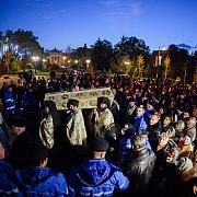 peste 30000 de pelerini la coada la moastele sfintei parascheva
