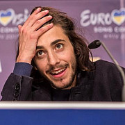 castigatorul de la eurovision a fost conectat la o inima artificiala