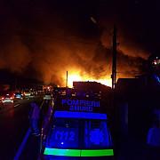 incendiu puternic la un service auto din puchenii maritraficul intrerupt de dn1 foto si video
