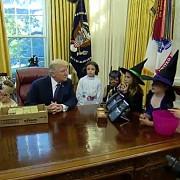 de halloween donald trump a invitat la casa alba copiii ziaristilor acreditati nu pot sa cred ca jurnalistii au copii asa frumosi