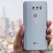 lg lanseaza smartphone-ul v30 cu ecran de 6 inch si rame foarte subtiri