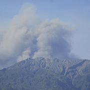 vulcanul agung din insula bali a erupt avertizare de calatorie pentru indonezia