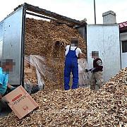 aproape 250000 de pachete cu tigari din ucraina descoperite intr-un tir la vama halmeu