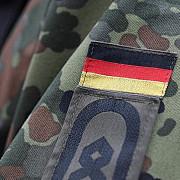armata germana aproba uniforme pentru femei militar gravide