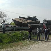 un tanc neasigurat corepunzator pe un trailer s-a desprins si a cazut pe dn1bla loloiasca in prahova foto