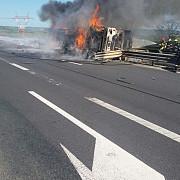 o cisterna plina cu vin s-a rasturnat pe autostrada sibiu - orastie si a luat foc