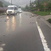 circulatie ingreunata pe valea prahovei din cauza aluviunilor aduse pe sosea in urma unei ploi torentiale