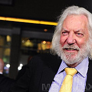 renumitul actor donald sutherland accidentat la un hotel din bucuresti medicii de la smurd au intervenit de urgenta