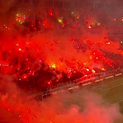video fanii lui galatasaray show inaintea derby-ului cu besiktas imagini incredibile cu 42000 de oameni in tribuna la antrenament