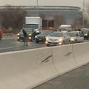 ploaie cu bani pe o autostrada 300000 de dolari imprastiati pe sosea