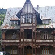 autoritatile locale de la sinaia au majorat impozitele pentru imobilele in paragina