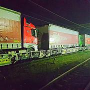 ministerul transporturilor un tren-proba a circulat pe relatia terminal curtici - simeria - petrosani - craiova incarcat cu 8 camioane intreaga distanta parcursa in 12 ore