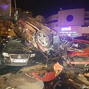 zece masini avariate de un autoturism condus de o femeie care apoi s-a rasturnat peste alte doua vehicule